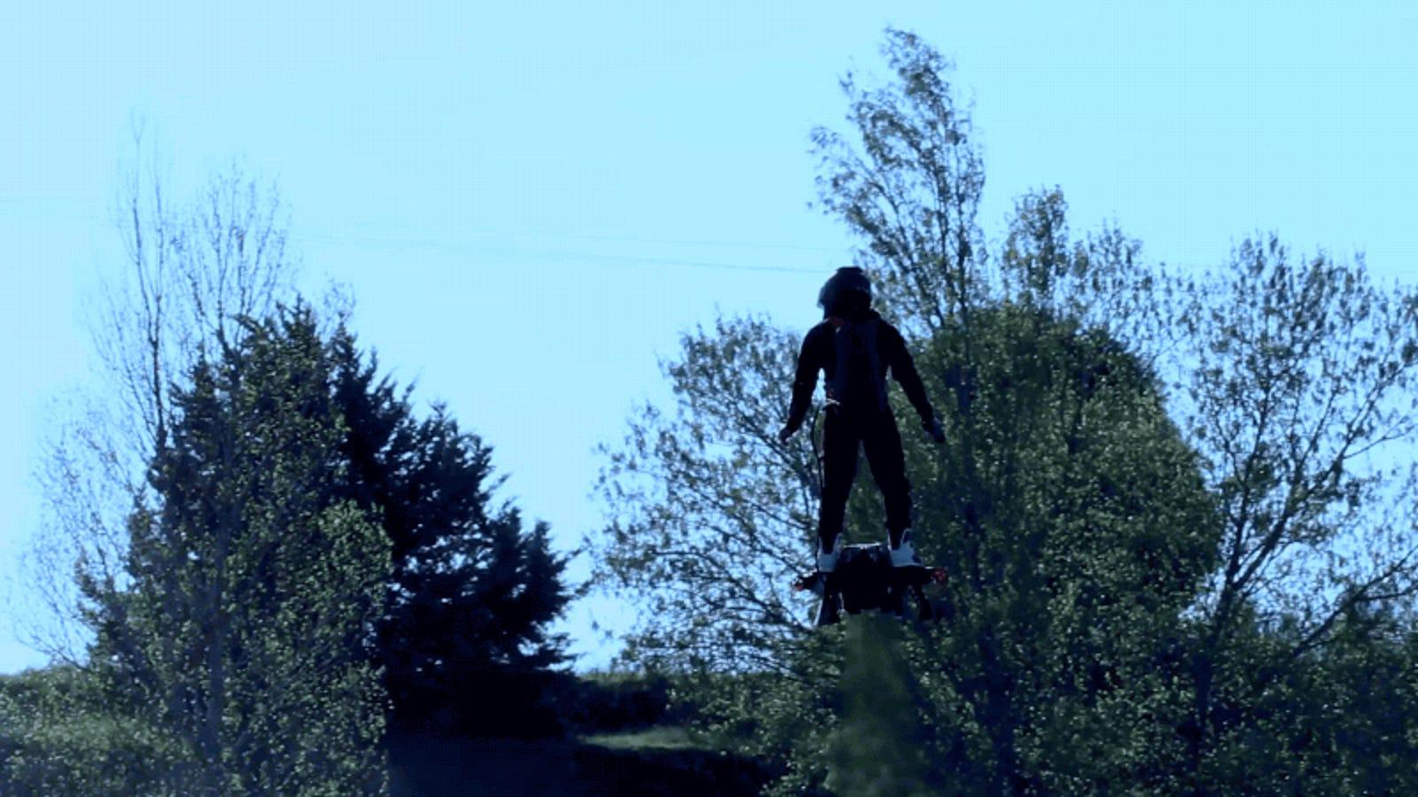 Con este auténtico hoverboard podrás volar a 150 km/h durante diez minutos