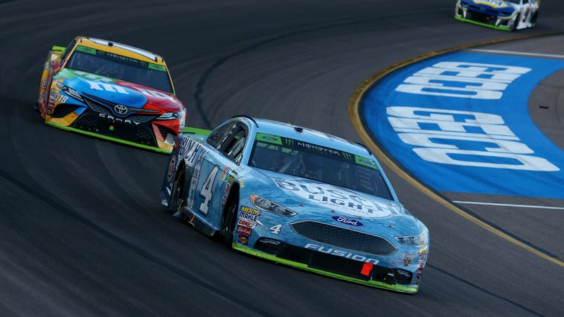 Kevin Harvick and Kyle Busch racing in Phoenix, the final race before the Homestead-Miami Speedway championship.