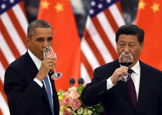 Illustration for article titled Barack Obama és Hszi Csin-ping isznak a történelmi megállapodásra