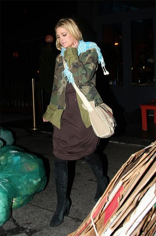Illustration for article titled Drew Barrymore Is Not A Plastic Bag (Lady)