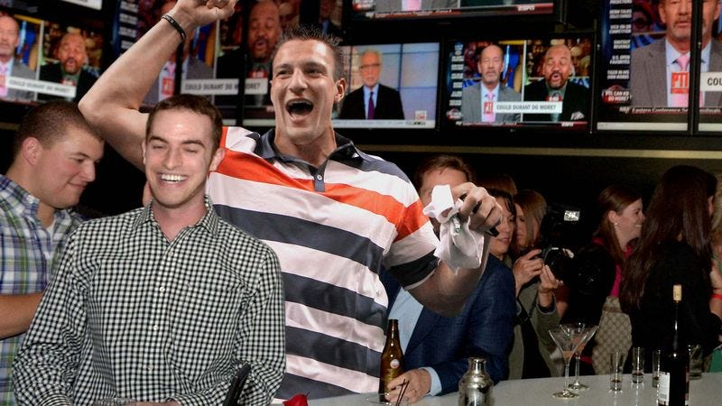 Illustration for article titled Bar Patron Can't Believe He's Partying With Rob Gronkowski 15 Minutes Before Kickoff