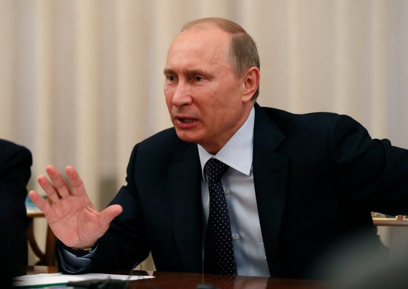 Illustration for article titled Vladimir Putin Says He Didn't Steal Bob Kraft's Super Bowl Ring