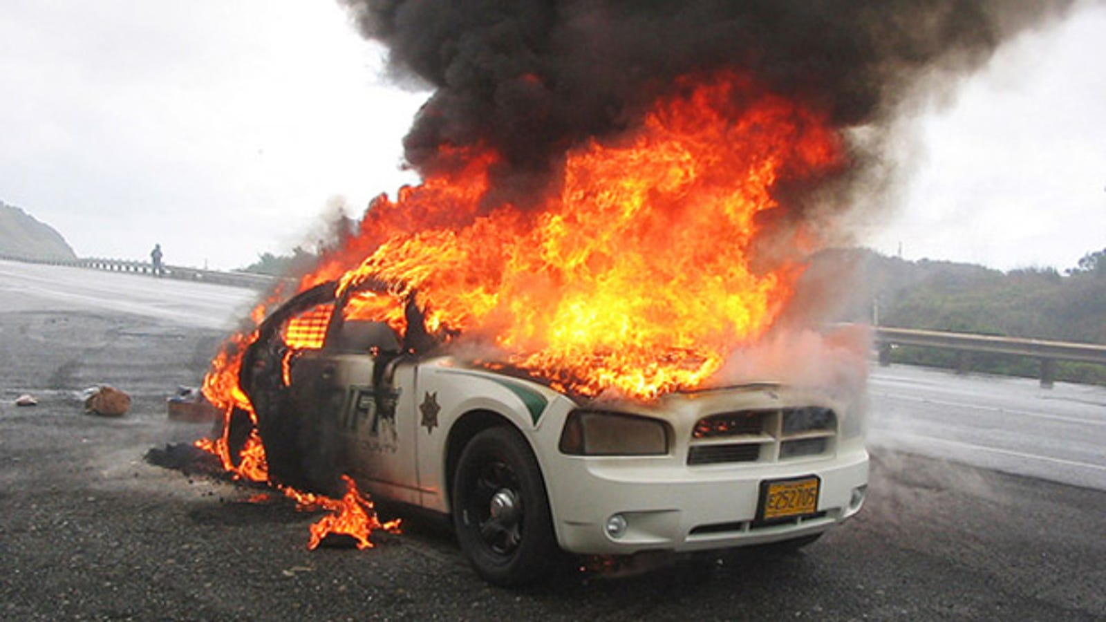 Dodge Charger Police Car >> New Dodge Charger police cruiser gets a permanent flame job