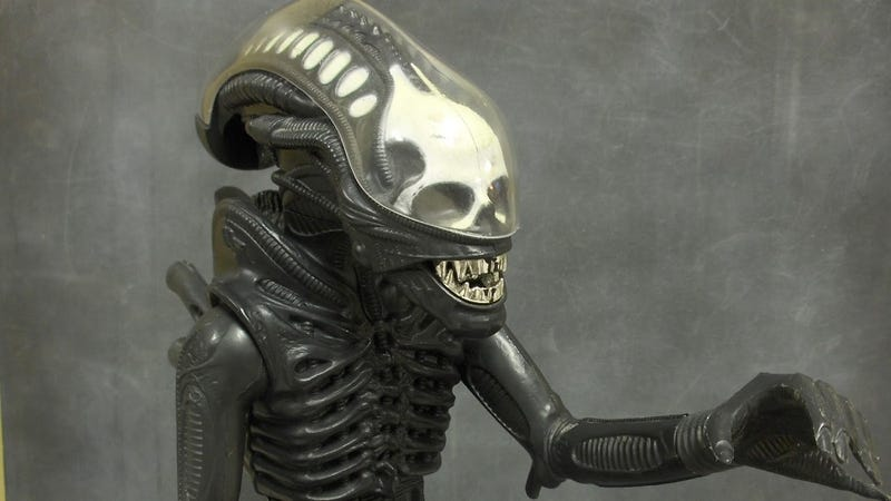 Illustration for article titled This glow-in-the-dark Xenomorph figure might be the scariest Alien toy