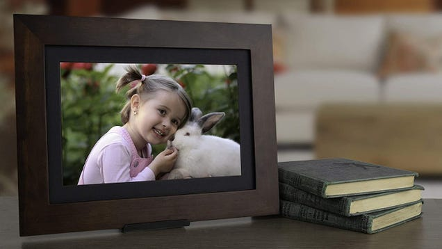 This Digital Photo Frame Is the Perfect Gift While You're Away From Loved Ones