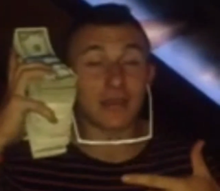 Illustration for article titled Johnny Manziel Does The Money Phone Very Poorly