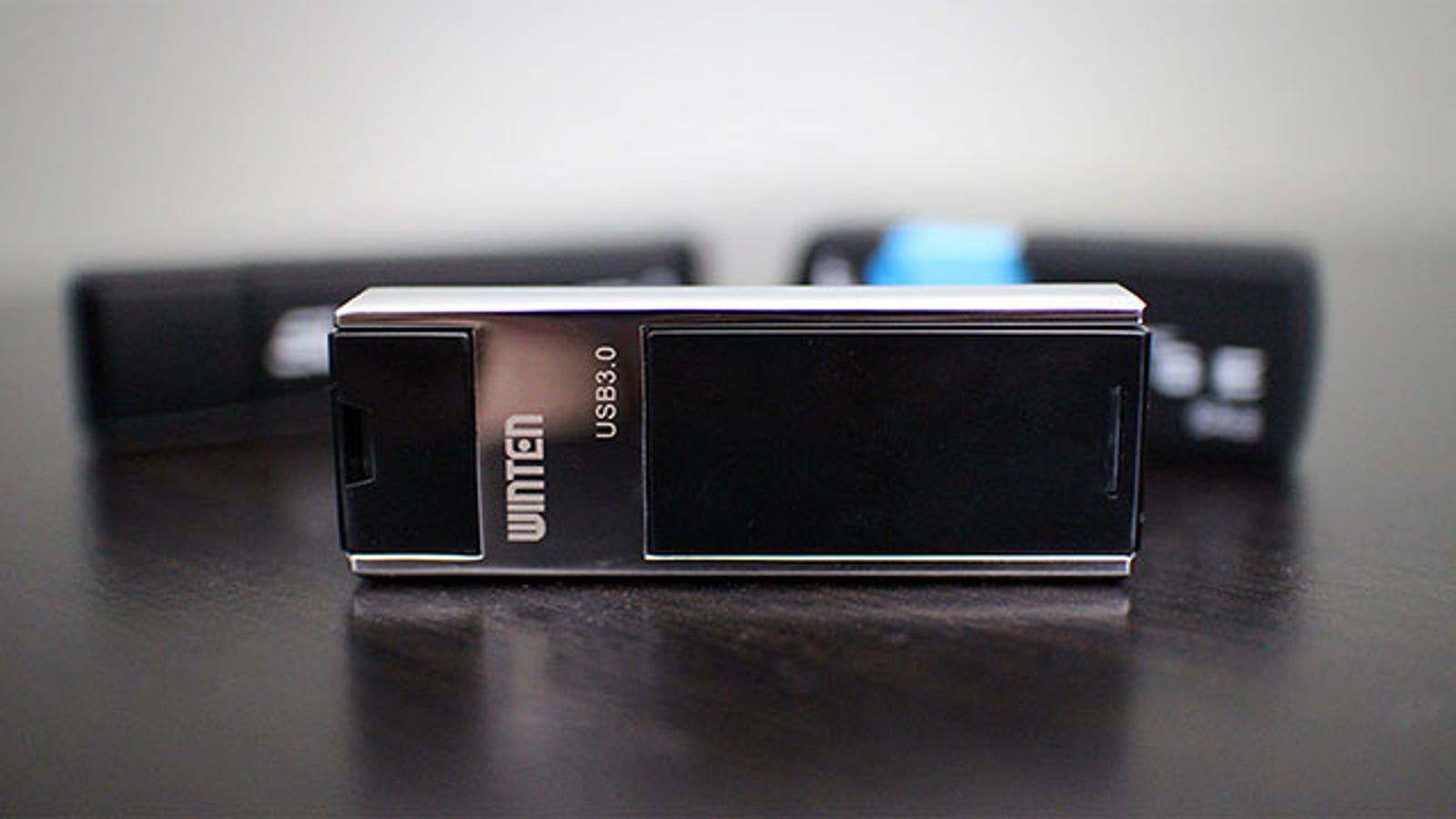winten 128gb flash drive is like a cheap thumb sized ssd. Black Bedroom Furniture Sets. Home Design Ideas