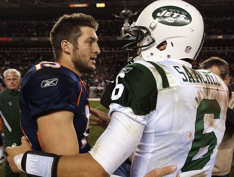 Illustration for article titled Tebow, Sanchez Vow To Work Together To Throw Football