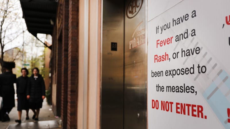 A sign in Williamsburg, Brooklyn, where an outbreak of measles has spread among the ultra-Orthodox Jewish community.