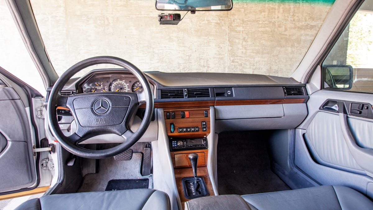 Analog Adventures In A 1992 Mercedes 300e Neo Classic Review Benz