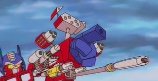 Illustration for article titled El tráiler de Angry Birds Transformers te hará volver a los años 80