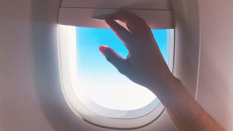 Illustration for article titled Who Has the Right to the Window Shade on a Flight?