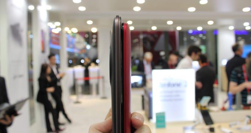 Illustration for article titled Sorpresa: el Asus ZenFone Zoom es más delgado de lo que parece
