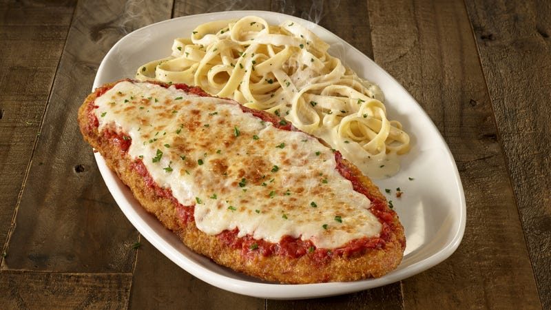 Illustration for article titled Olive Garden now selling Chicken Parmigiana by the foot