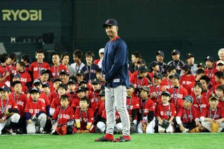 Illustration for article titled At Last, The Glory Of Youkilis Is Introduced To Japan
