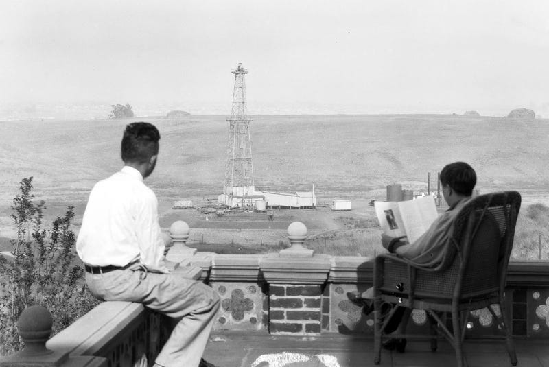 Illustration for article titled What if Your Dream Home Had a View of an Oil Derrick?