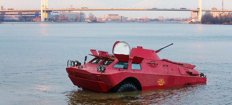 Illustration for article titled Amphibious Army Vehicles Are Working As Taxis In Russia