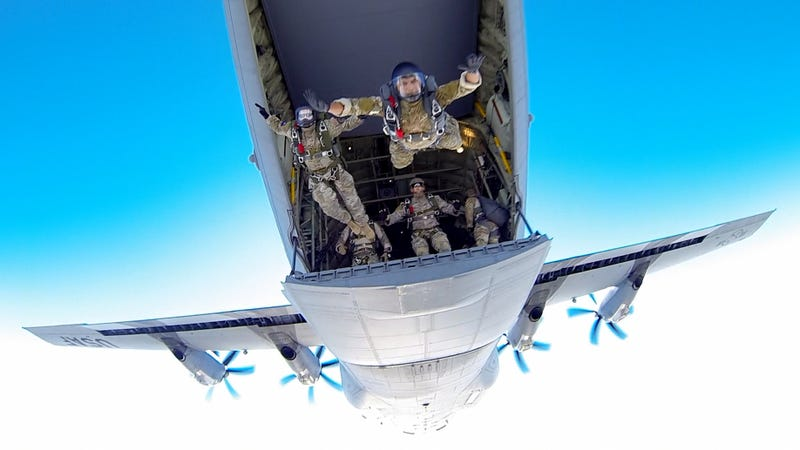 Illustration for article titled Awesome Photo of US Air Force Airmen Jumping Off a C-130 Hercules Aircraft