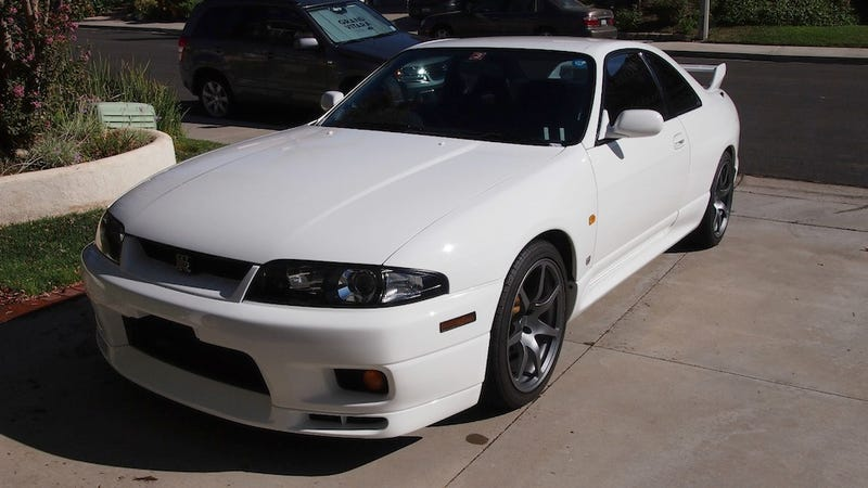 Illustration for article titled How a legal R33 is sold in the US