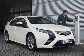 Illustration for article titled Opel Ampera: Volt No Longer Robin, Now Nightwing