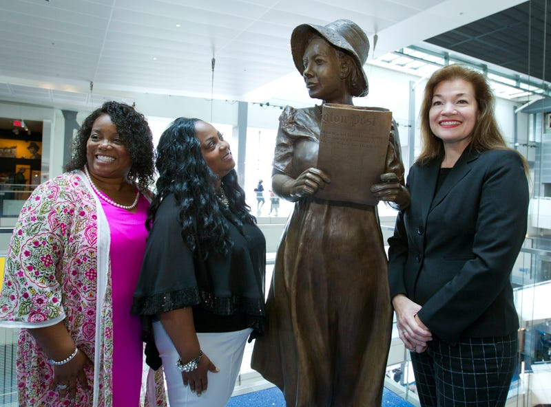 From left, Penny Allison Lockhart and Angela Alice Stephens, great nieces of Alice Allison Dunnigan, stand with sculpture artist Amanda Matthews during the unveiling of Dunnigan's statue at the Newseum, Friday, Sept. 21, 2018, in Washington. Dunnigan triumphed over sexism and racism to become the first black woman accredited to cover the White House.