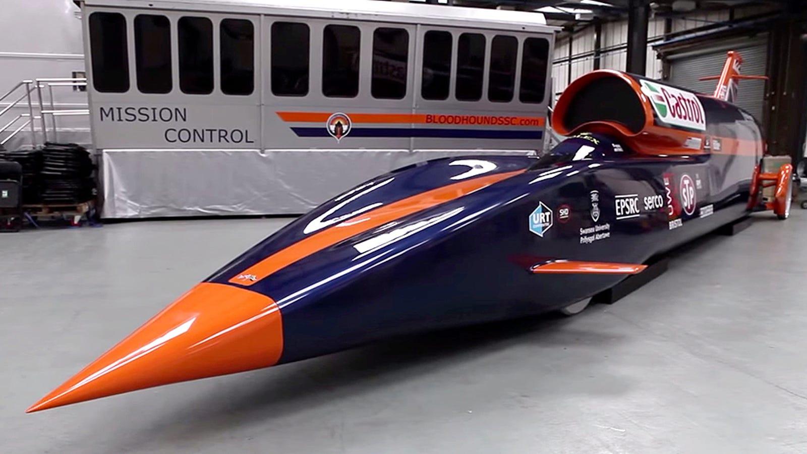 ¿Cómo es posible que un coche a 1.600km/h se mantenga pegado al suelo?