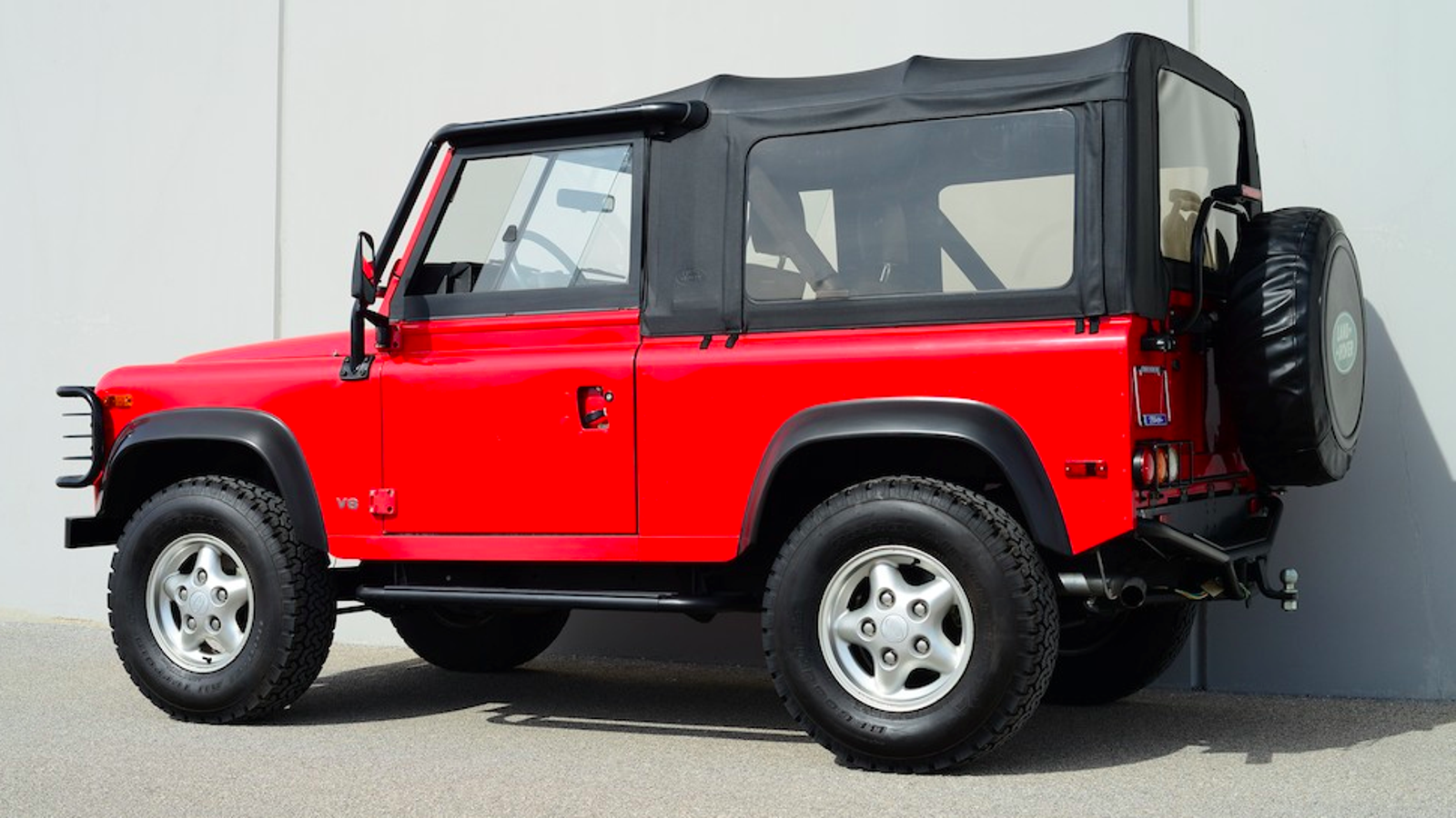 here s the story of a 1997 land rover defender with zero miles. Black Bedroom Furniture Sets. Home Design Ideas