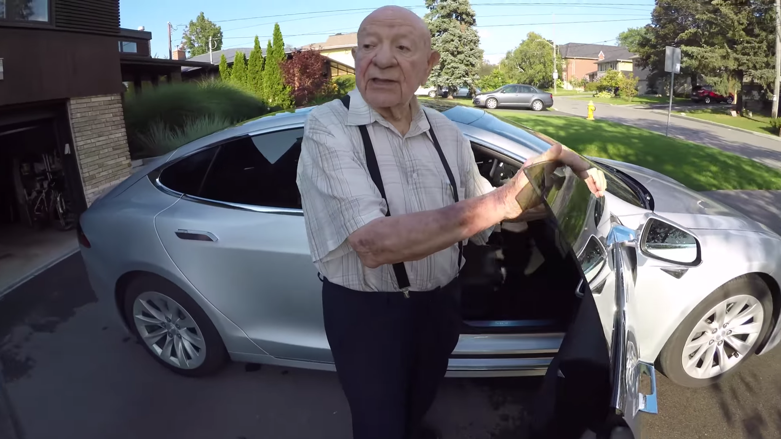 tesla model s owner gets his 97 year old grandpa 39 s first impression of an electric car. Black Bedroom Furniture Sets. Home Design Ideas