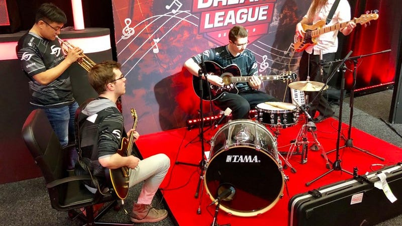Illustration for article titled Dota Team Sweeps Finals, Has A Quick Jam Session