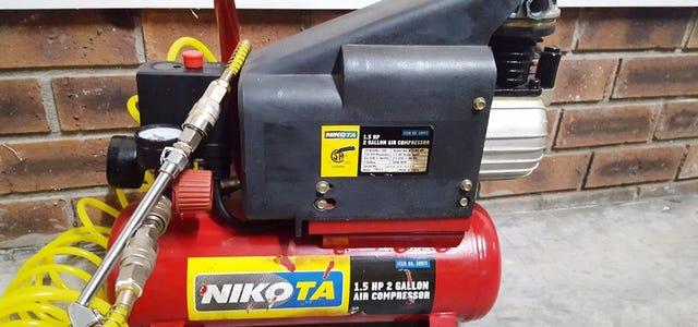 ¿Alguien tiene un manual para un compresor de aire Nikota 39977 de 2 galones?