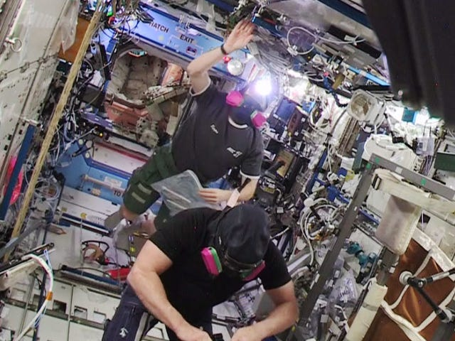 Astronotlar, Uluslararası Uzay İstasyonunun ABD kısmına geri dönüyor.