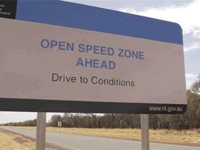 Đây là một chiếc Porsche 918 Spyder làm 217 MPH ở vùng hẻo lánh của Úc
