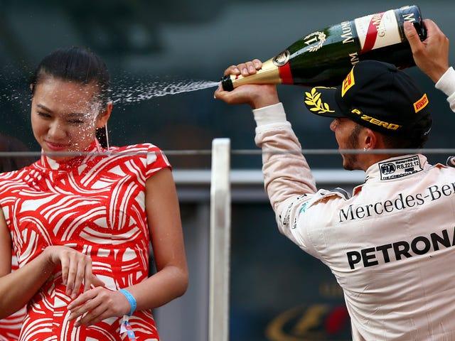 Xịt rượu sâm banh của Lewis Hamilton Sparks Dumb International phẫn nộ