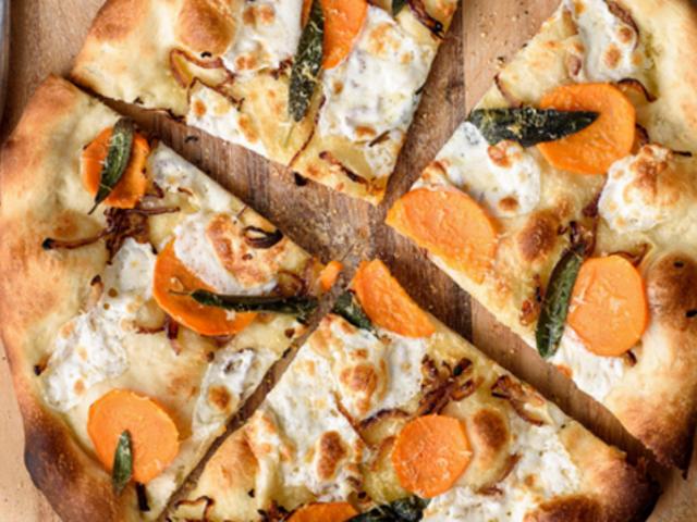 Gör No-Knead Pizza med hjälp av din matberedare och frys