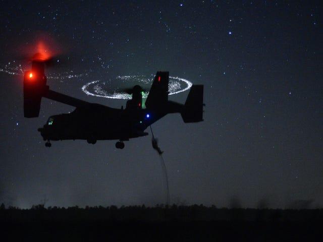 El aterrizaje nocturno de unión <i>V-22 Osprey</i> parece sobrenatural