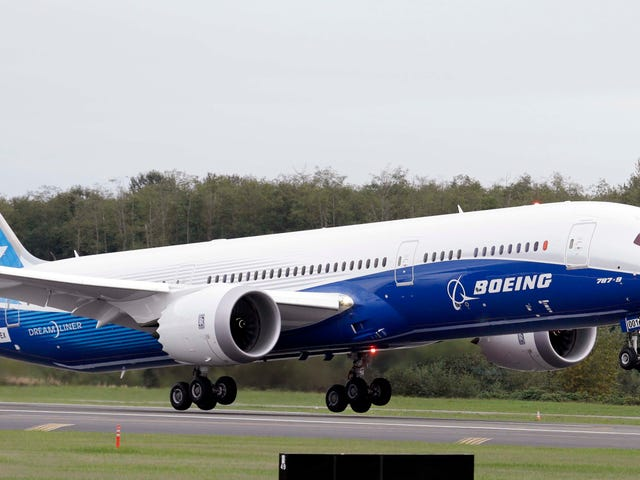 Boeing's Dreamliner Has a Bug That Can Make It Lose Power Mid-Air