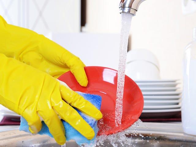 Stop met het met de hand wassen van je gerechten en het verspillen van water, jij oude idioot