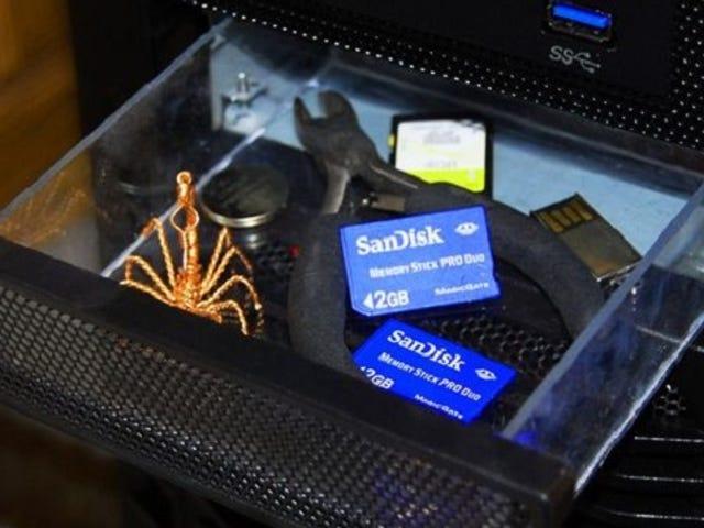 Сховати цінні речі в секретному комп'ютері з башмачком, виготовленим з Old Bay Drive