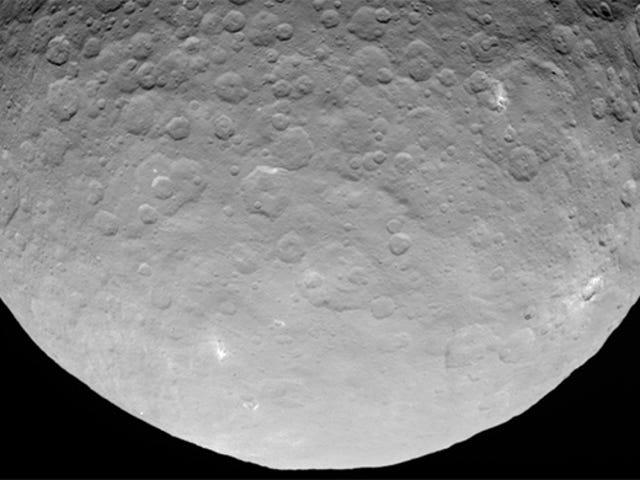 Nuevas fotos de Ceres revelan no dos, sino múltiples puntos brillantes