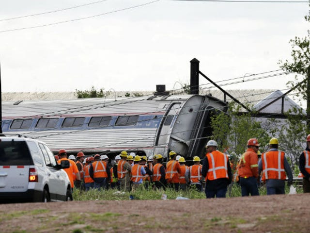 Horrible Pundits: Amtrak Engineer Crashed Train parce qu'il est gay