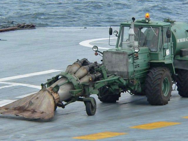 AsílimpiaRusia su portaaviones:con un motordeaviónyun tractor