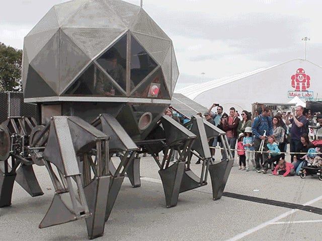 Robot di respirazione antincendio, Mega Mech Warriors e altro a Maker Faire
