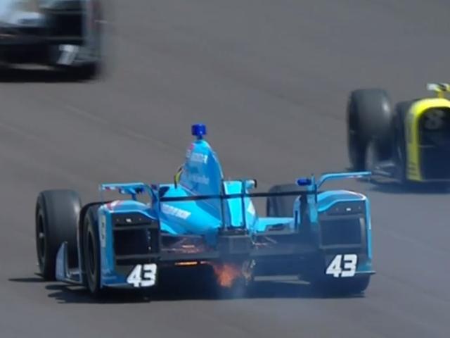 Bir IndyCar, Yarışa Başlamadan Önce Ateş Aldı
