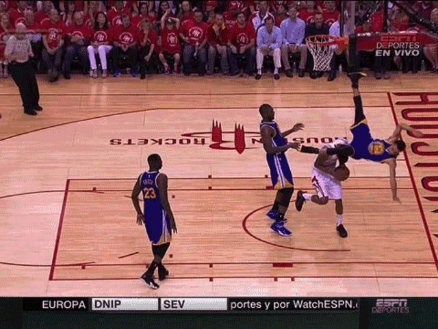 Stephen Curry deja el juego después de aterrizar en el cuello [ACTUALIZACIÓN: está de vuelta]
