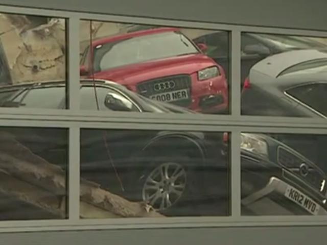Atap Dealer Tutup Berakhir Dalam Audi-valanche Besar-besaran