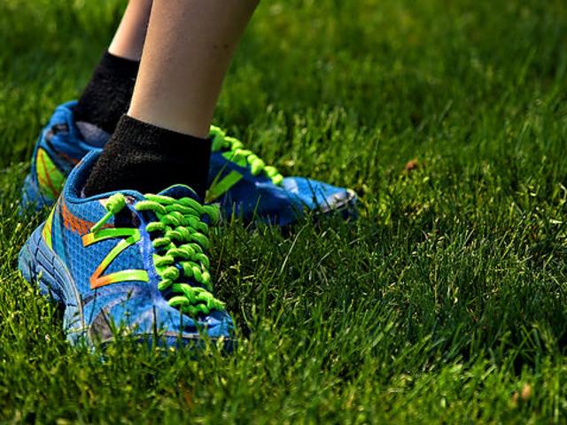 Το τρέξιμο στις μαλακές επιφάνειες δεν θα αποτρέψει τον τραυματισμό παρά την εκτέλεση του πεζοδρομίου