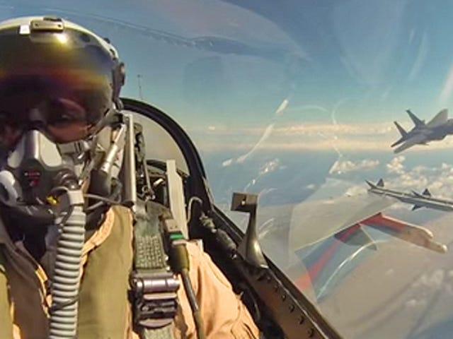 Zobacz, jak holenderski pilot F-16 próbuje zabić amerykańskiego F-15 w pozorowanej walce