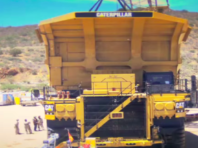 यह है कि आप उन भारी डंप ट्रकों में से एक को कैसे इकट्ठा करते हैं