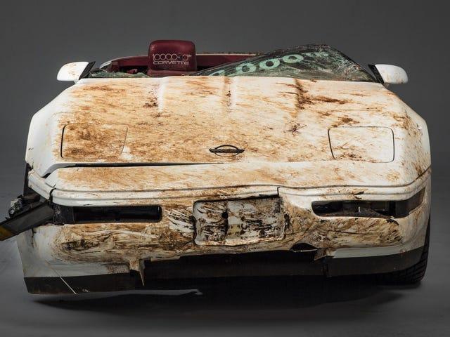 Narito Kung Paano Ibalik Nito ang Sinkhole-Damaged 1 Milyon Corvette