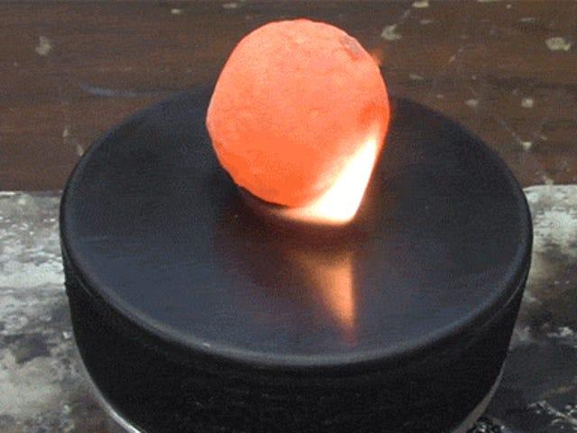 Khúc côn cầu không thể phá hủy tồn tại nitơ lỏng và bóng niken nóng